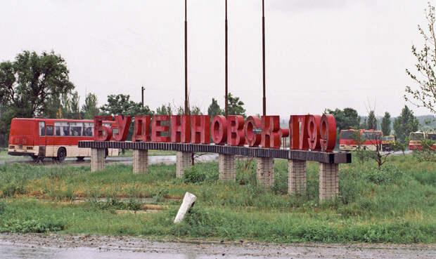 Автобусы с боевиками и их заложниками покидают Буденновск.