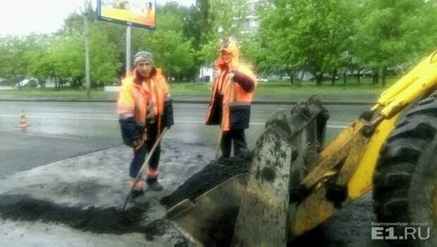 Делаем дороги как делаем детей – в Екатеринбурге не оценили шутку рабочих