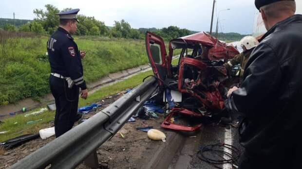 Ребенок и женщина погибли в страшной аварии в Липецкой области