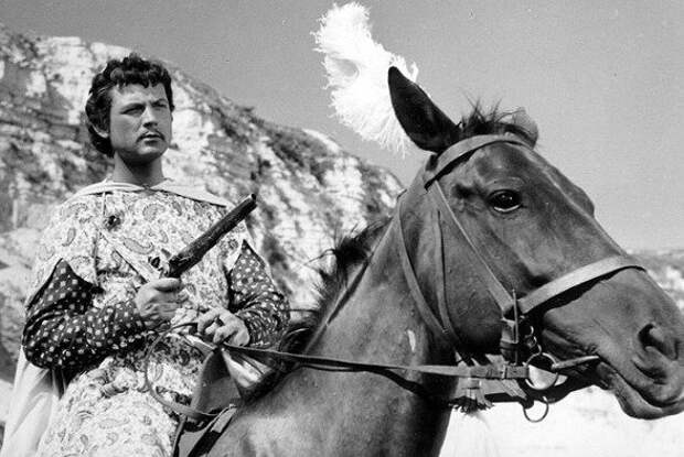 Карел Фиала в роли принца Омара в своем первом фильме  «Лабакан» (1957).
