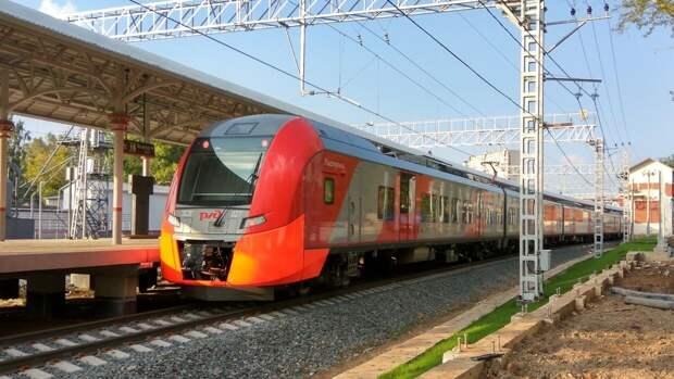 Сообщение пригородных поездов в Крыму восстановили после схода грунта на путях