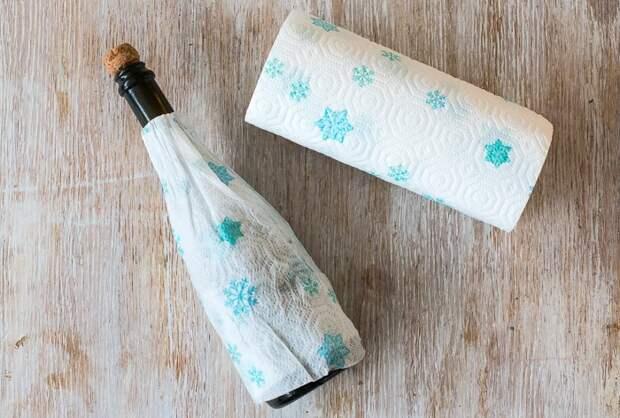 Оберните бутылку влажным бумажным полотенцем и поставьте в холодильник / Фото: gastronom.ru