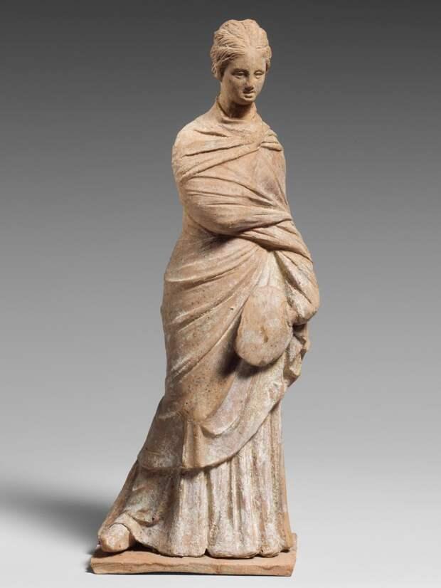 Статуэтки греческих красавиц II-III вв. до н.э. из Беотии и Аттики, терракота, собрание Метрополитен-музея