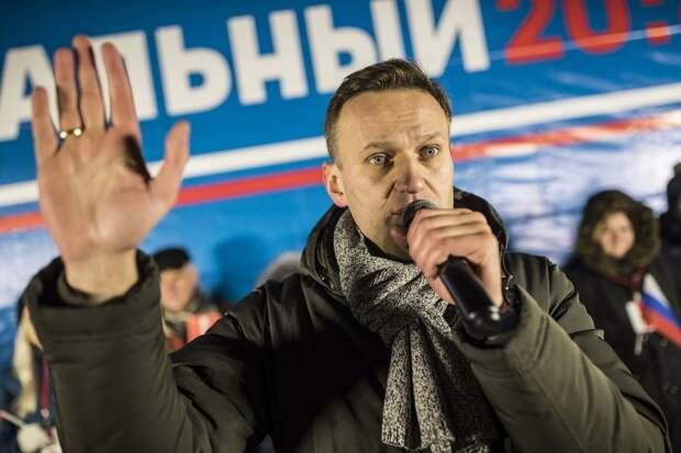 «Не тот народ»: оппозиция не верит в падение рейтингов Навального