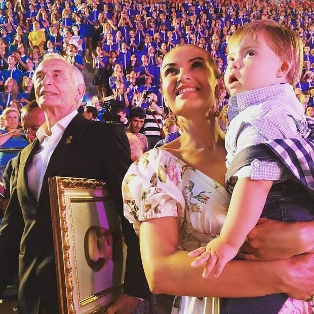Слава народу-победителю! Владимир Путин и знаменитости поздравляют с Днем Победы