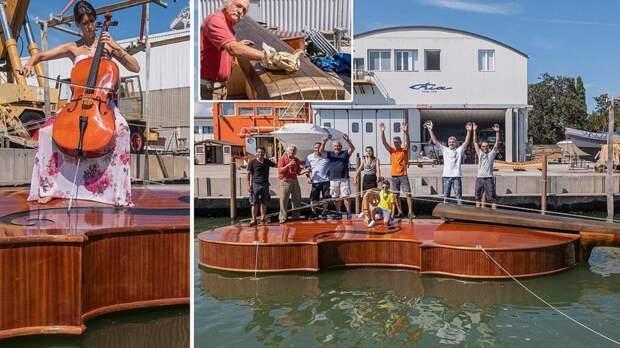 В Венеции 12-метровую скрипку-лодку спустили на воду (видео)