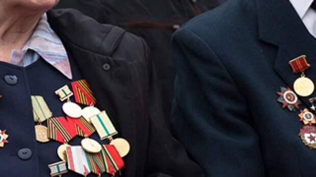 """Руководитель Медиагруппы """"Патриот"""" вручил подарки кронштадтским ветеранам ВОВ"""