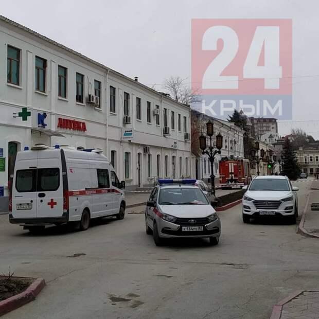 В Феодосии оцепили здание горадминистрации. Видео, фото