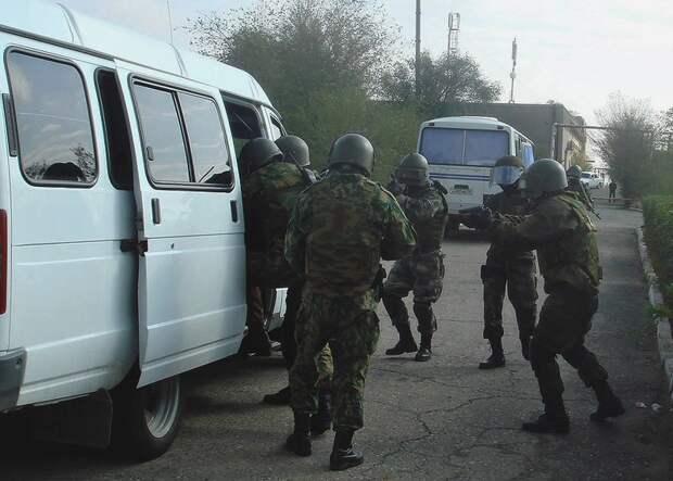 ФСБ задержала готовивших на рынке Симферополя теракт пятерых людей