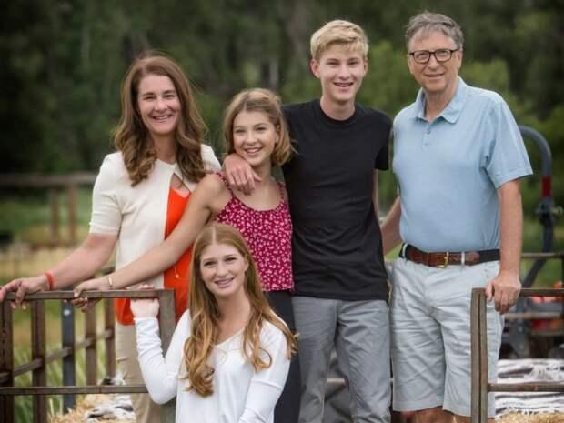 Билл и Мелинда Гейтс с детьми. / Фото: www.dantri.com.vn