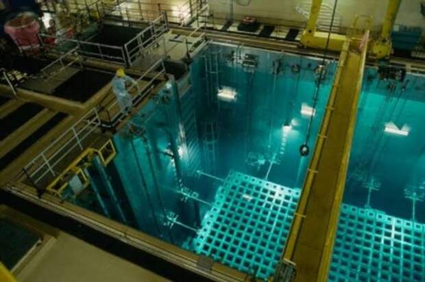 Сверхспособности или мгновенное облучение — что будет, если искупаться в бассейне с отработавшим ядерным топливом (3 фото + видео)