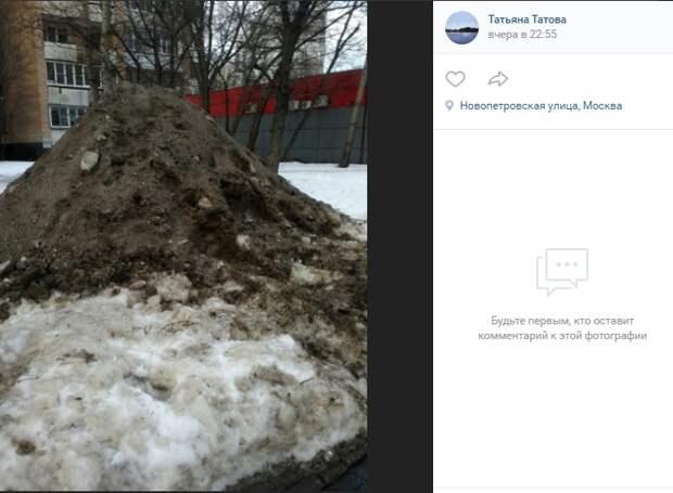 Снежную гору на Новопетровской уберут до выходных