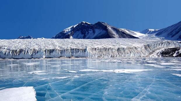 Похожий на треугольник неизвестный объект попал на спутниковые снимки Антарктики
