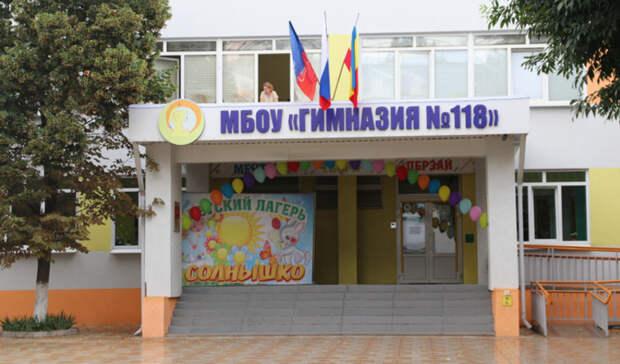 Военный эксперт прокомментировал ситуацию свахтерами вместо охраны вшколах Ростова