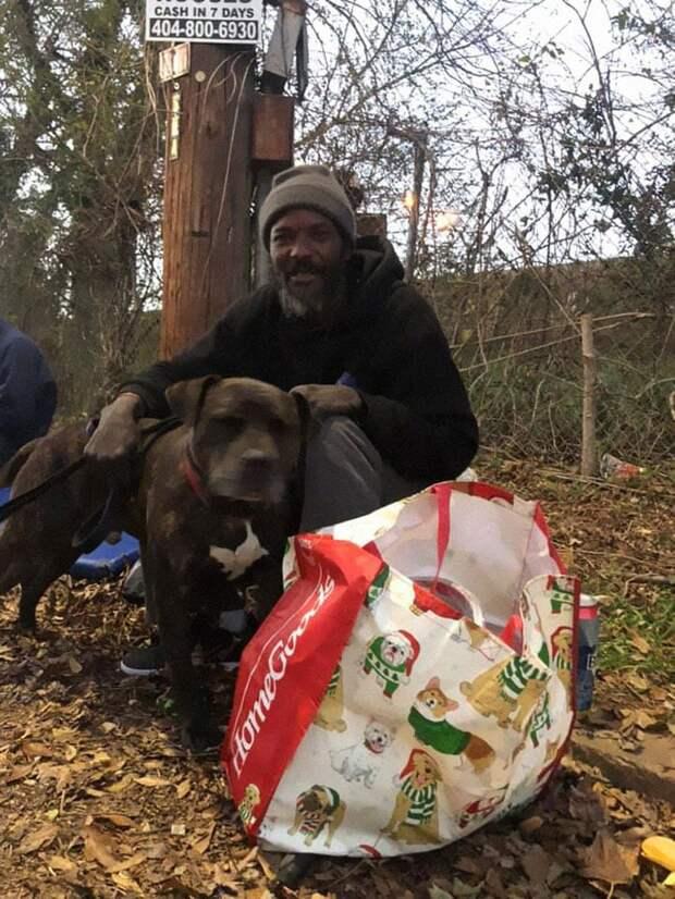 В США загорелся приют для животных, и на помощь зверям бросился бездомный мужчина