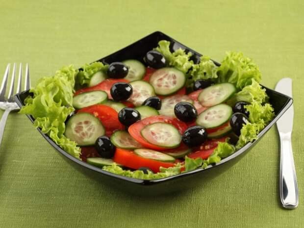 Огурцы не только вкусны, но еще и очень полезны. /Фото: oboi.cc
