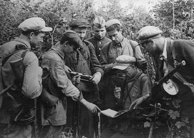 Армия партизан НКВД: как чекисты создавали отрады «народных мстителей»