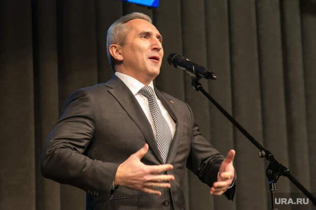 Губернатор Моор увеличил свои доходы наполмиллиона