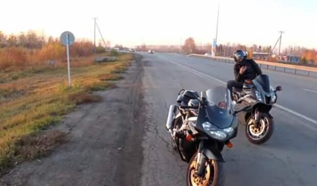 В Тюмени мотоциклисты пока не закрывают мотосезон несмотря на морозы и снег