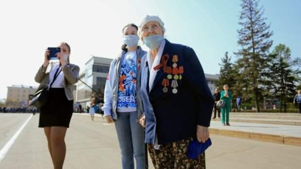 """Без ветеранов и """"Бессмертного полка"""". Как прошёл парад Победы в Барнауле"""
