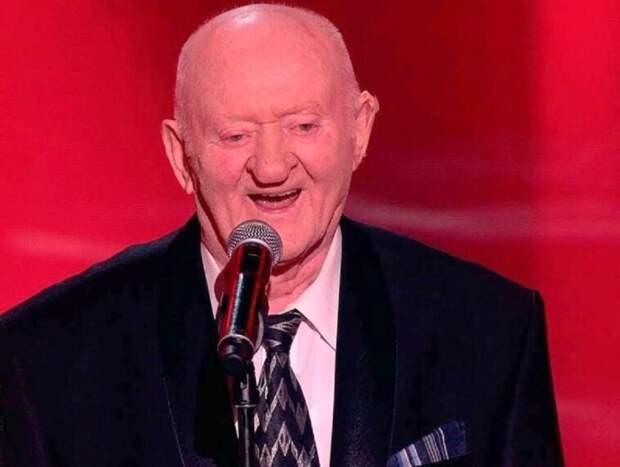 97-летний победитель шоу «Голос 60+» потерял жену и сына, дожидаясь от властей квартиру