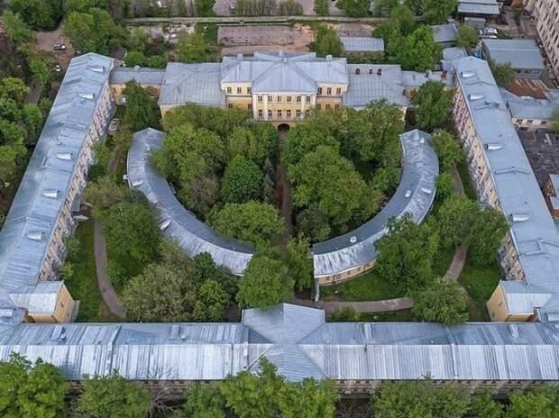 Москвичка вынесла в туфле архивный документ стоимостью 60 млн