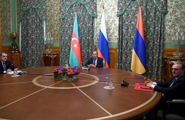 Армения и Азербайджан договорились о перемирии в Карабахе