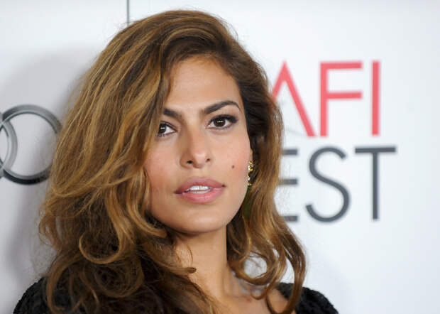 """Actress Eva Mendes arrives at the Hollywood screening of her movie """"Holy Motors"""" during AFI FEST in Los Angeles, California November 3, 2012. REUTERS/Gus Ruelas (UNITED STATES - Tags: ENTERTAINMENT HEADSHOT) - RTR39YTM"""