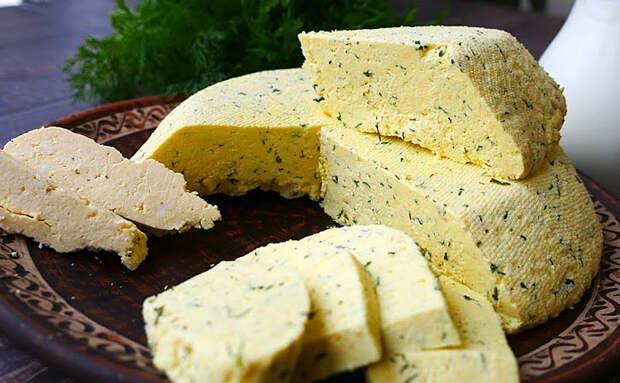 Домашний сыр к завтраку за 15 минут. Делаем из 2 литров молока и 500 граммов сметаны