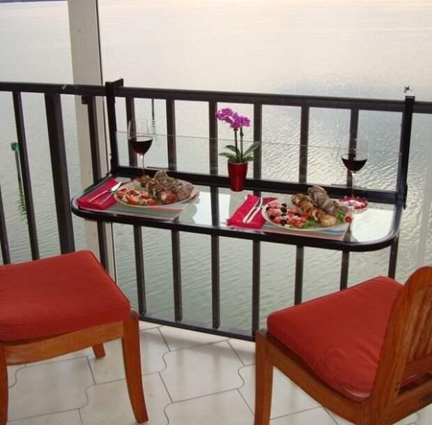 Очень красивое и необыкновенное решение - создать романтическую обстановку на балконе.