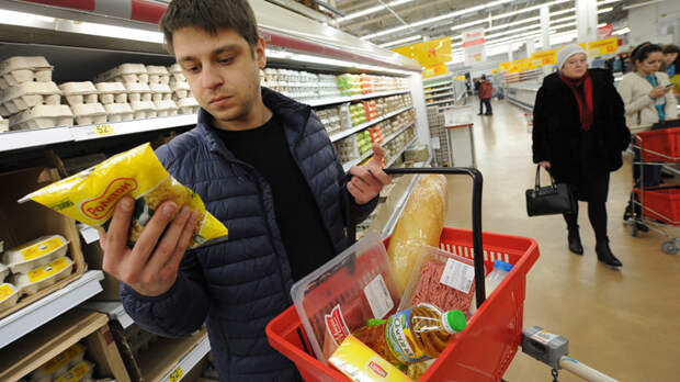 Фокусы Минтруда: Потребительская корзина превратилась в лукошко