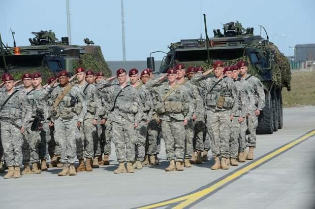 Великобритания отправляет войска к границам России