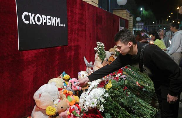 «Казань чувствует поддержку всей страны». В Татарстане день траура по погибшим в школе