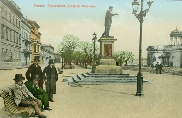 Памятник герцогу де Ришелье. Открытка 1900 г. | Фото: viknaodessa.od.ua