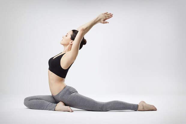 6 упражнений Пилатеса для начинающих, которые улучшат осанку, выносливость и гибкость