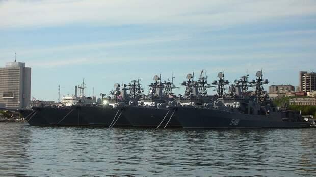 Главком ВМФ РФ поздравил военных моряков с Днем Победы