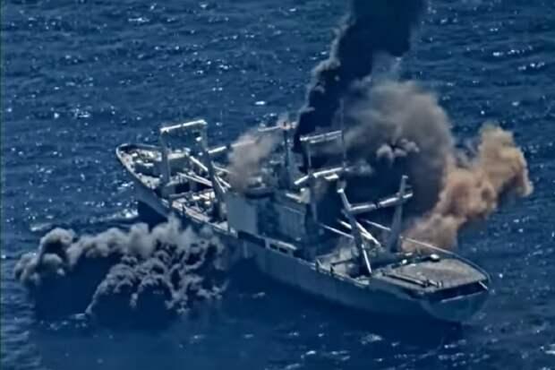 Попадание трех ракет в списанный корабль ВМС США сняли на видео