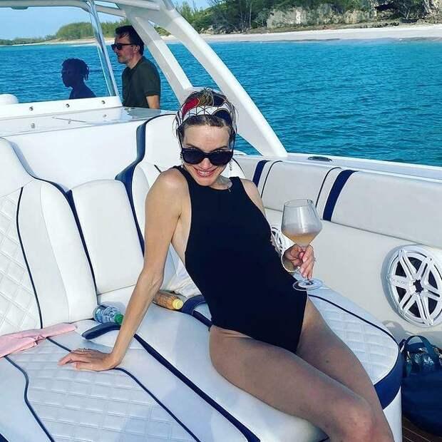 Многодетная мать Наталья Водянова показала безупречную фигуру в купальнике