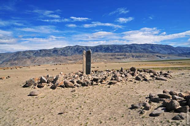 Как считают ученые, местные каменные изваяния – балбалы – свидетельствуют о периоде власти степных каганов...