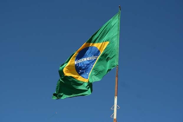 Траур по жертвам коронавируса объявили в Бразилии