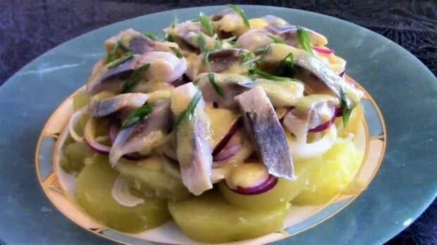 Салат Пикаделли. Любимые картошка и селёдочка с интересным сочетанием других продуктов 2