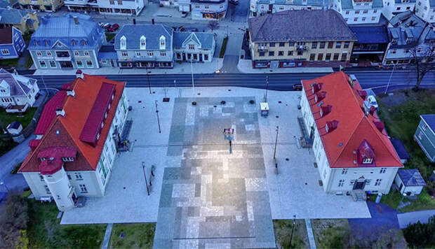 Норвежский город потратил полмиллиона долларов на зеркала, отражающие солнце