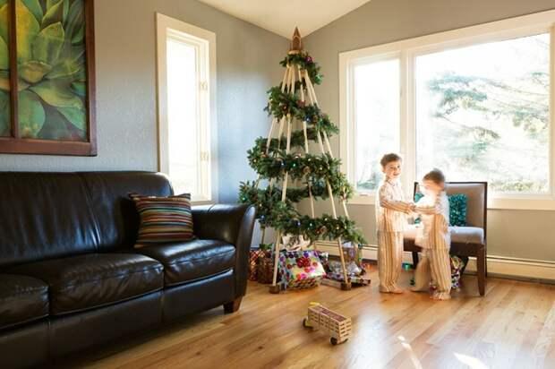 Прекрасная идея создать новогоднюю елку с помощью правильного декорирования деревянного каркаса.