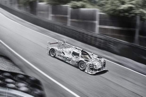 Камуфляж применяют не только для будущих серийных автомобилей. Летом 2013 года Porsche выкатила на трек замаскированный гоночный прототип LMP1 для участия в Чемпионате мира по гонкам на выносливость (WEC). испытания, прототип