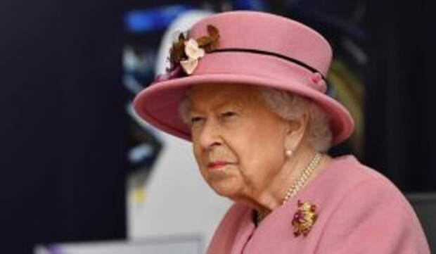 Королеву Елизавету заподозрили в мошенничестве