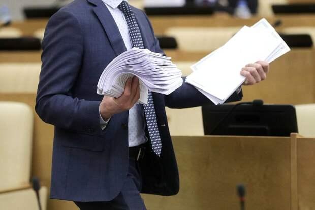 Закон о расширении санкций на всех иностранных граждан направлен в комитет Госдумы