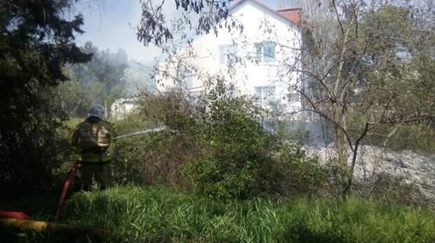 Жилой дом чудом не сгорел под Феодосией