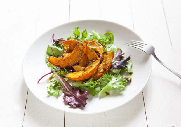 Употребление тыквы помогает снизить давление и она содержит много витамина А, который нужен для зрения