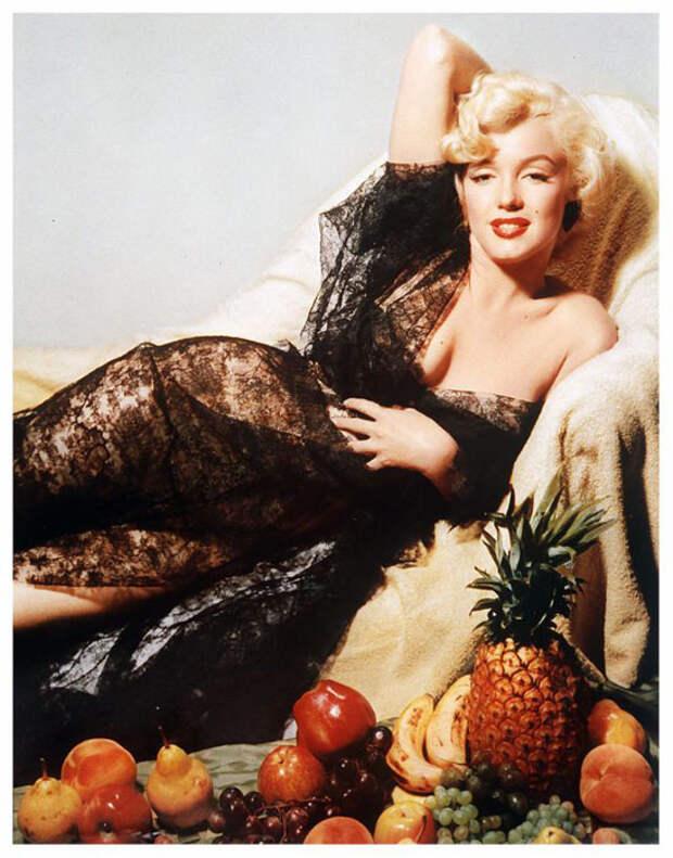 Мэрилин и фрукты.  Фото: Nickolas Muray.