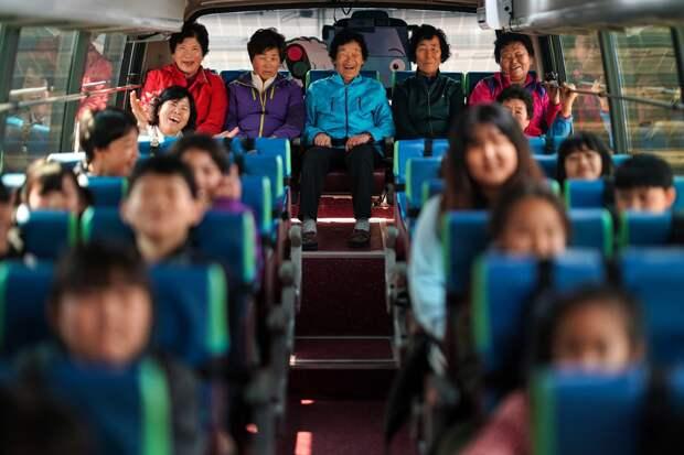 Бабушки-первоклассницы: как в южнокорейской школе старушки учатся грамоте